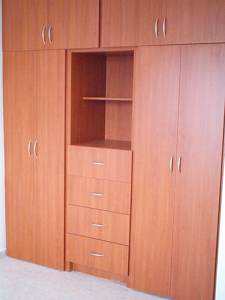 Dise o de muebles e interiores closets j m dise os for Closet en escaleras