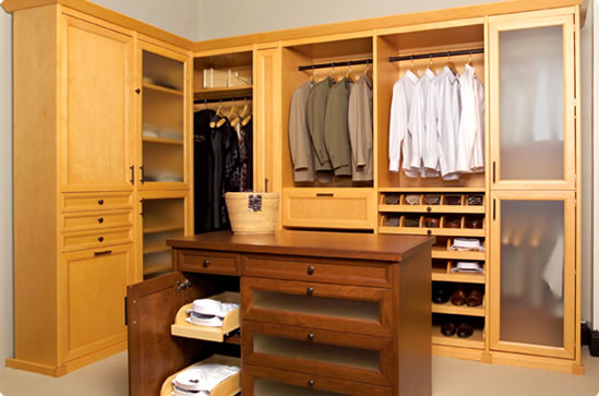 Dise o de mueble e interiores for Interiores de closet de madera