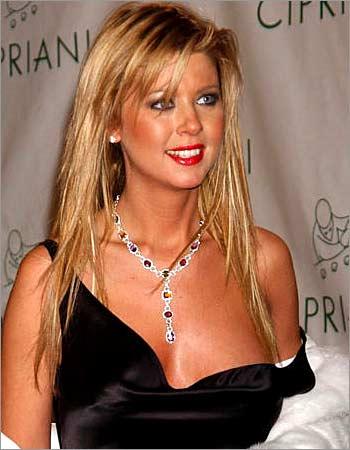 nipple Tara reid