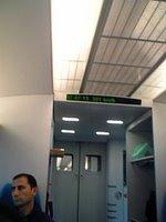 見えませんが、電光掲示板は301kmを示しています