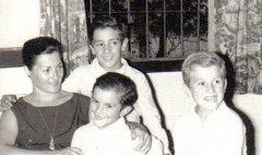 Mi vieja y mis hermanos