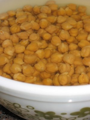 soaking chickpeas