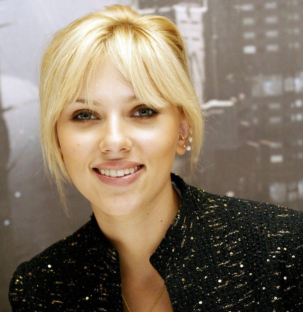 Scarlett Johansson looking cute