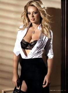 Jeri Ryan shows off her bra