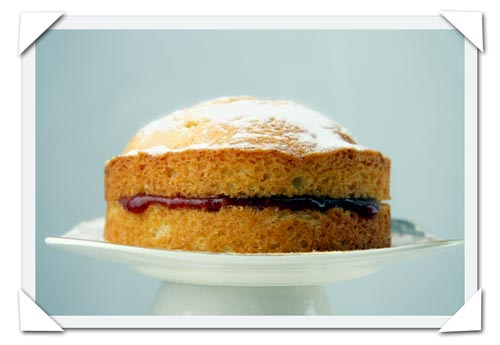 photograph picture of a victoria sandwich cake