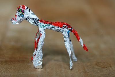 photograph picture make a 3d horse out of the kinder egg wrapper