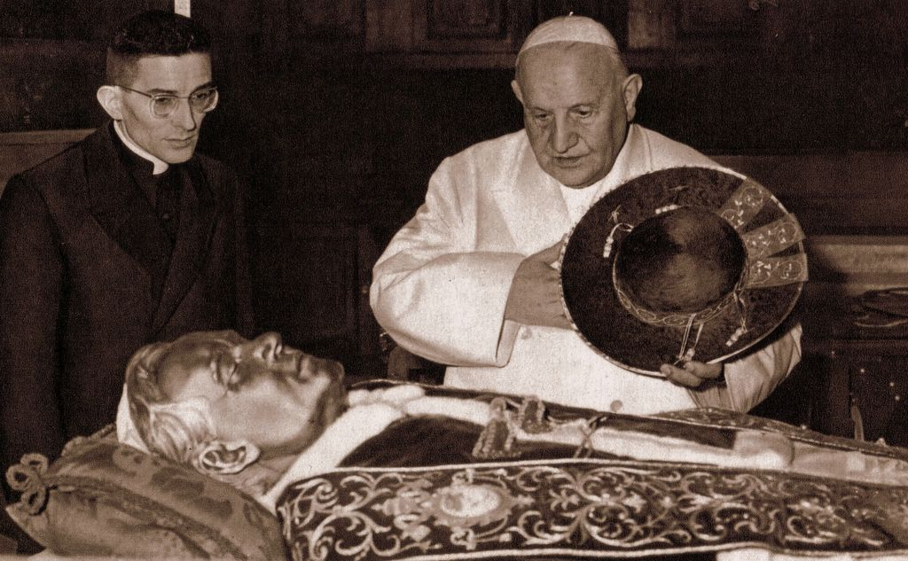 Ved Pius X relikvier før de overføres fra Venezia til Roma