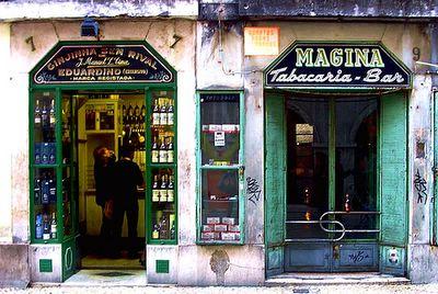 Bares típicos del barrio de Alfama, Lisboa