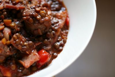2006 photograph picture of how to make recipe for decadent sausages and lentils