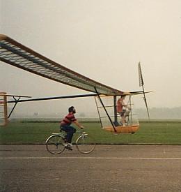 این هواپیما با پدال زدن خلبان پرواز می کند