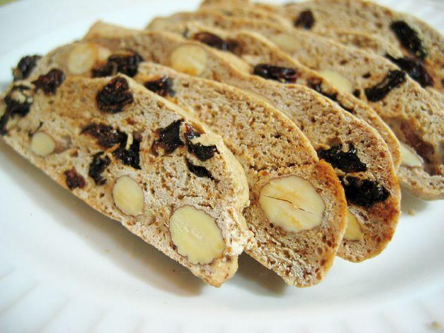 cinnamon raisin biscotti