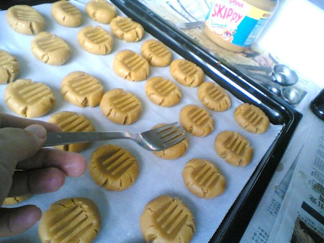 peanut butter cookie making