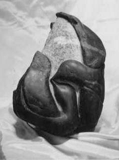 Statue Stéphanie, oiseaux blottis