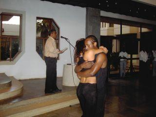 Rui Araújo declama o poema A INVENÇÃO DO AMOR, de Daniel Filipe, com a coreografia dos bailarinos do Raiz di Polon