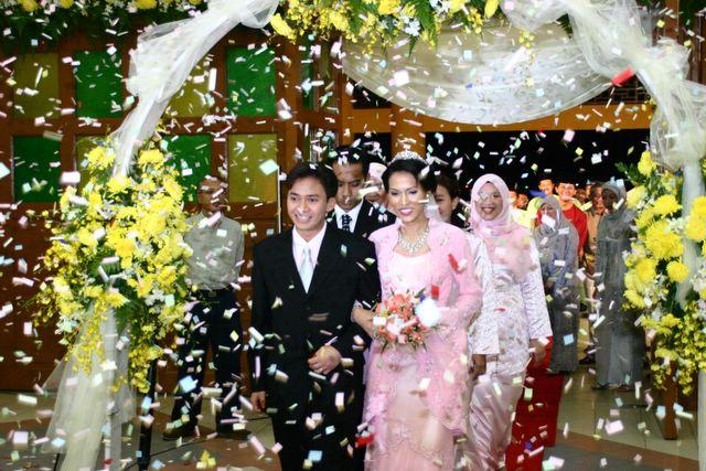 Yumis life stories lans wedding receptions confetties everywhere junglespirit Gallery