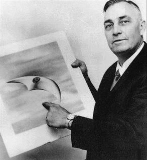 Kenneth Arnold and UFO Pic