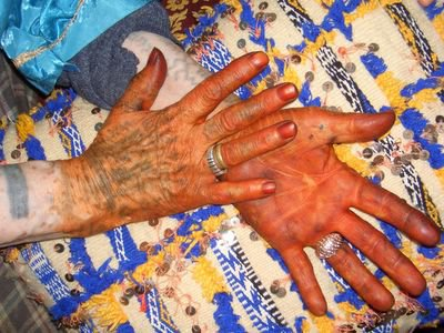 Hands of a Berber carpet weaver