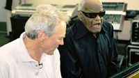 Clint Eastwood y Ray Charles en un momento de Piano Blues. ® Vulcan Productions.