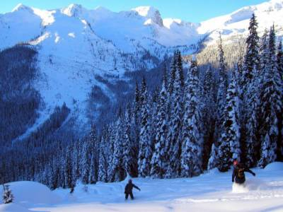 Powder Skiing on the East Ridge
