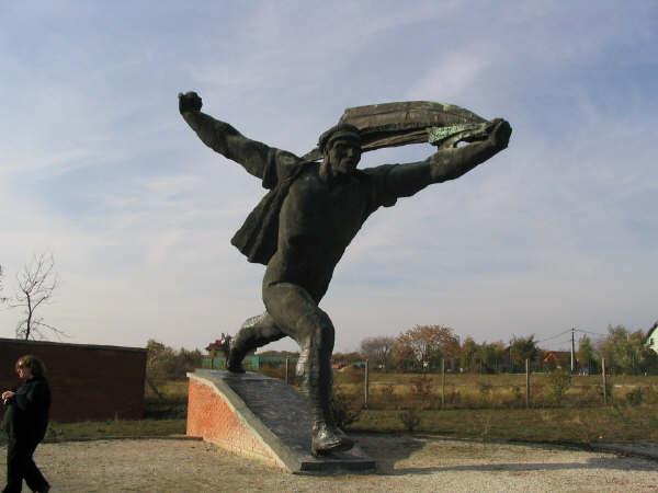 Statue_Park_ToArms.jpg
