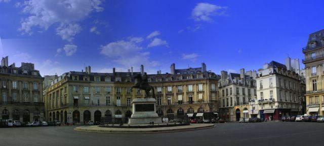 Parisdailyphoto victories square place des victoires - Place des victoires metro ...