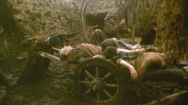 Spaulding 39 s blog cr ticas de cine traed vuestros muertos for Caballeros de la mesa cuadrada