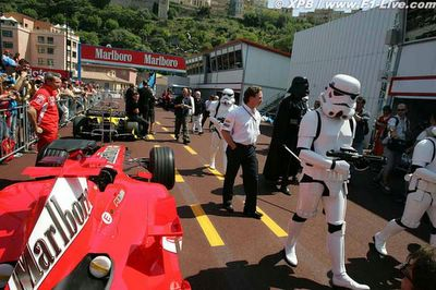 clone soldiers with darth vader [www.f1-live.com]