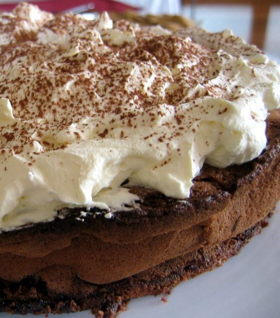 Esurientes - The Comfort Zone: Supremely Decadent Chocolate Cloud Cake