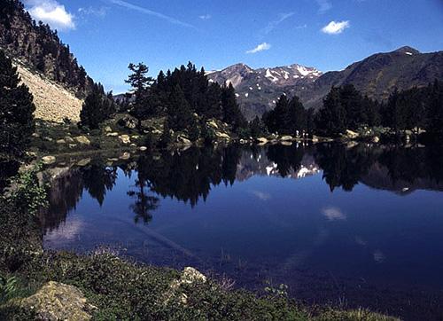 Lago (Estany) Petit de Gerber - Um dos vários lagos do vale de Gerber, junto ao Porto de Bonaigua, nos Pirinéus espanhois - Vall D'Arán