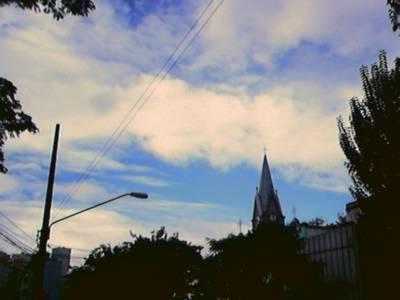Céu azul perto do cursinho ontem de tarde.