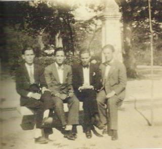 Manuel Altolaguirre, Baltasar Peña, Luis Cernuda y José María Hinojosa (Ronda, 1928)