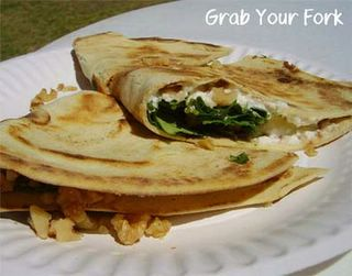 Piadina with ricotta, rocket and walnuts