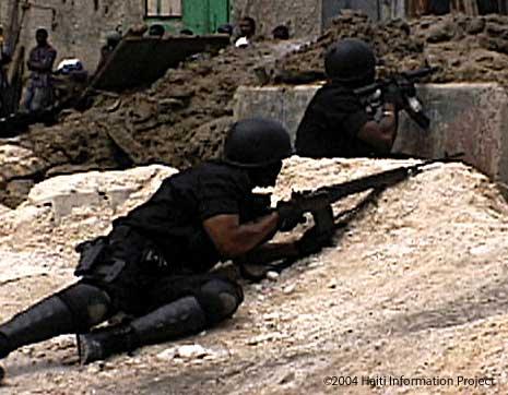 Violência na capital de Port au Prince a 30 de Setembro 2004: a polícia disparou contra manifestantes desarmados.