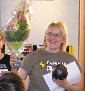 Anne Leinonen was awarded with an Atorox statue and a big bouqet of flowers.
