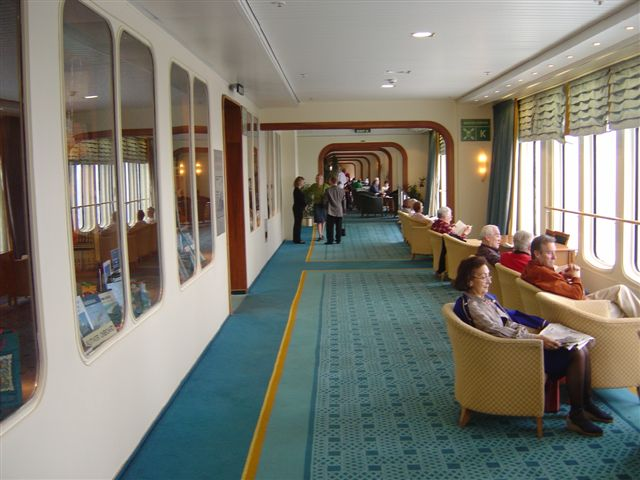 Cruise links with gary bembridge living on the qe2 from new york times for Queen elizabeth 2 ship interior