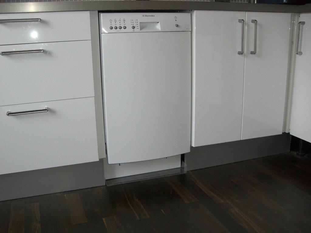 Diskmaskin liten smp68m02sk bestickkorg bauknecht - Ikea zoccolo cucina ...