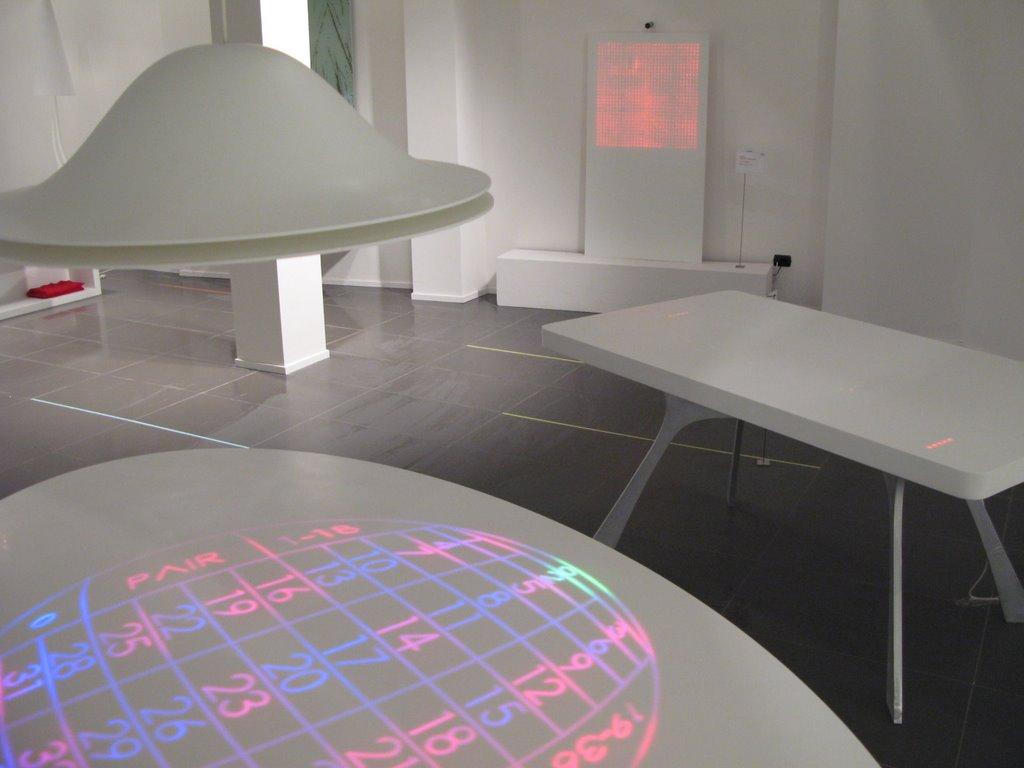 Moritz waldemeyer in tasarımı olan dijital rulet masası kumarın