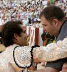 Uceda Leal brindando a Javier Prieto en la pasada Feria de Begoña de Gijón