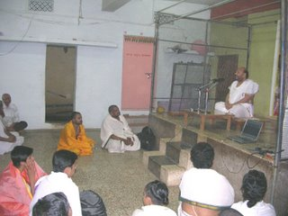 Achar at Uttaradi Mutt Lingampally also seen are Pt. Jayatheerthachar & Pt. Nagendrachar
