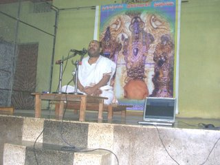 Achar delivering his pravachana @ Lingampally Uttaradi Mutt
