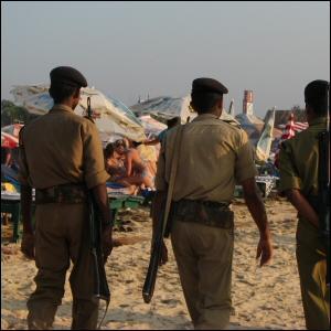 Poliisi partioi Goan rannalla