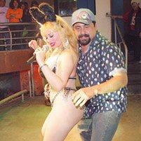 Susy Díaz y el Mero Loco presentando El Conejito en la discoteca Holyday de Santa Anita