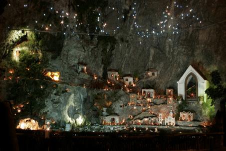 More Christmas Lights - Live Cheap & Make Art.: More Christmas Lights