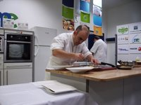 Koldo y Vicente cocinando en el Mercado de Ermitagaña
