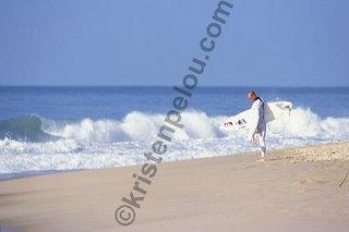 Photographe de surf, photo de surf à hossegor, Kelly Slater regarde s'il a du Mazout sur les pieds