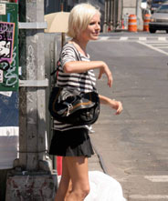 Sienna Miller con el Gaucho de Dior