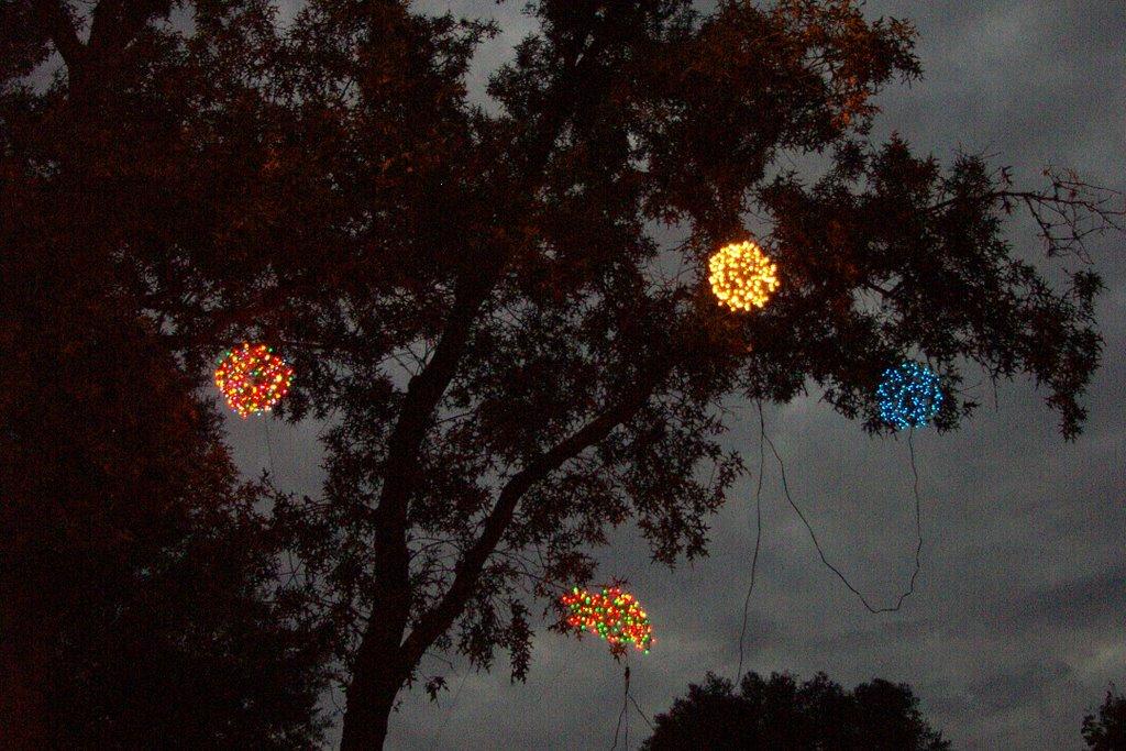 Lighted Christmas Balls: 2006/12