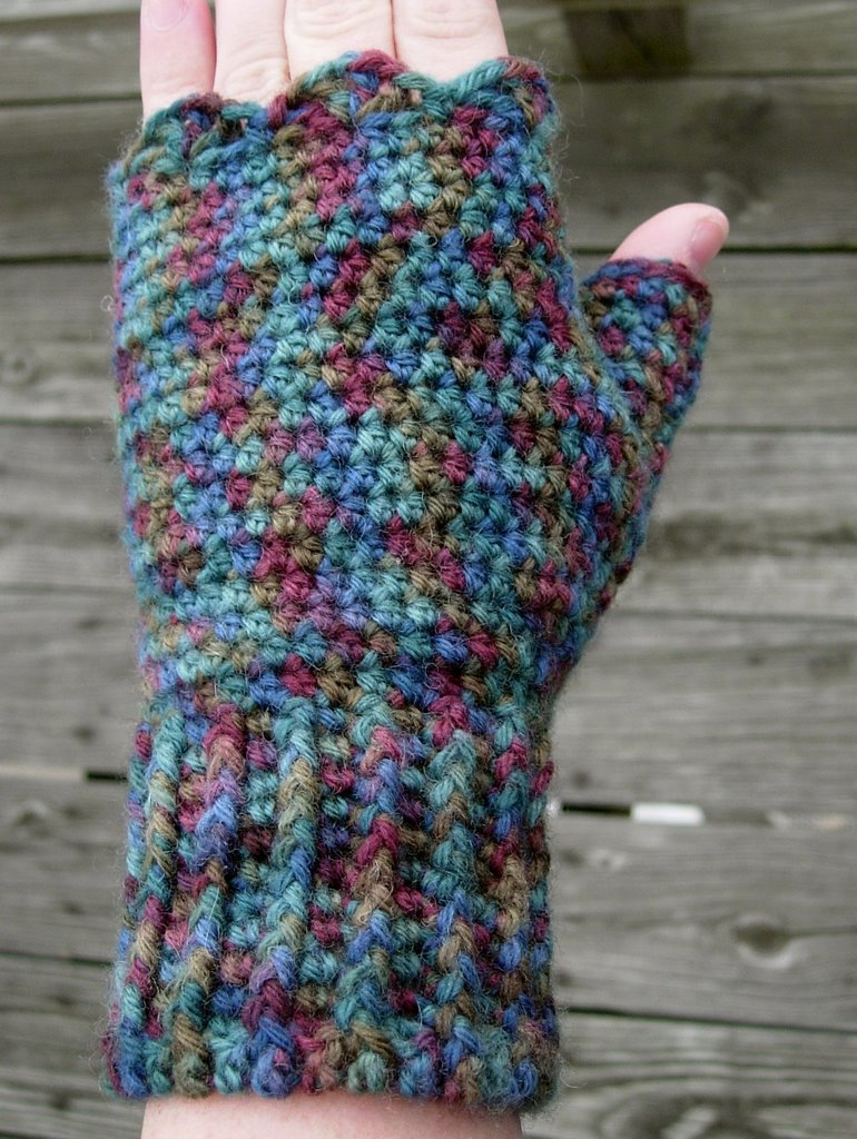 ... in Crochet (and spinning...): Fingerless Mitts - Crochet Pattern