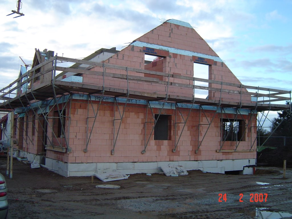 bauen einer doppelhaush lfte im br hl egelsbach dachgeschoss wird gemauert und auch. Black Bedroom Furniture Sets. Home Design Ideas