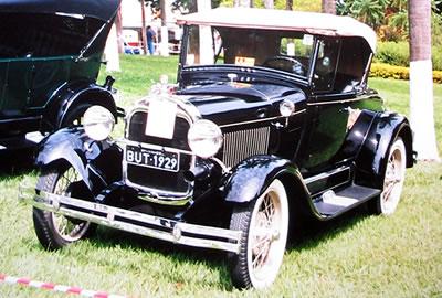 Ford 1929 fotografado em Águas de Lindóia, maio de 2002.